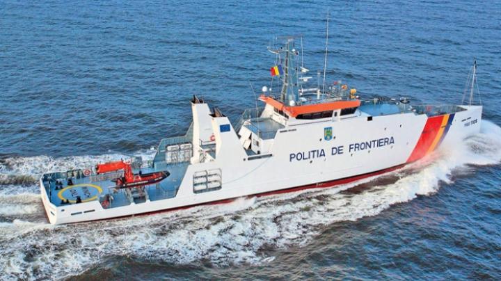 Poliţiştii de frontieră români au salvat 46 de sirieni din apele Mării Egee