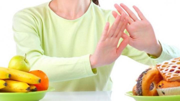 RISCURILE dietelor! De ce trebuie să mergeţi la specialist atunci când doriţi să scăpaţi de kilogramele în plus