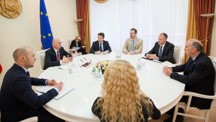 Pavel Filip s-a întâlnit cu ambasadorul SUA, James Pettit. Subiectele abordate