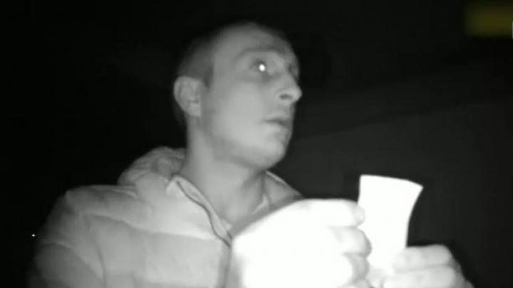 PANICĂ într-un karaoke din Capitală. Ce avea în geantă un bărbat care a refuzat să achite nota (VIDEO)
