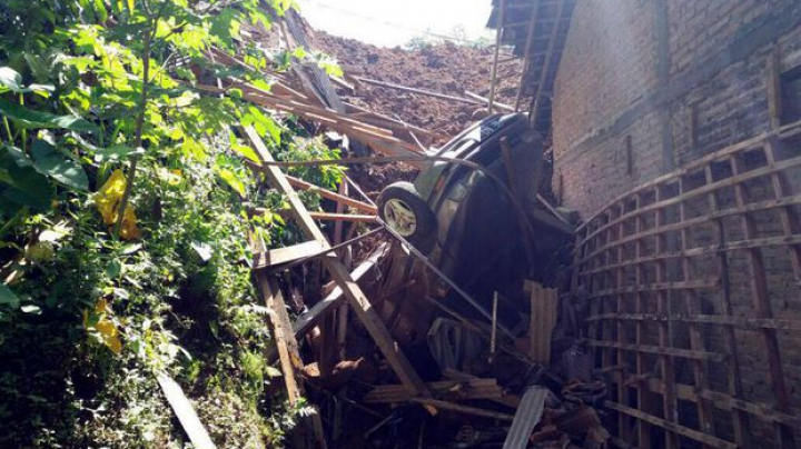 Alunecare de teren în Indonezia. Cel puțin 17 oameni au murit