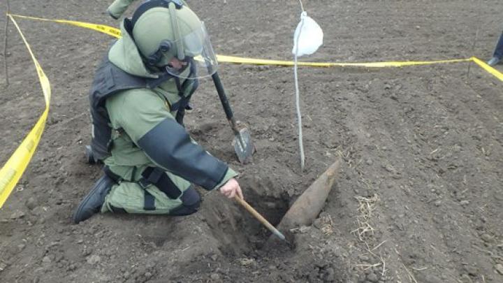 Zeci de obiecte explozive, lichidate în luna martie de geniştii Armatei Naţionale