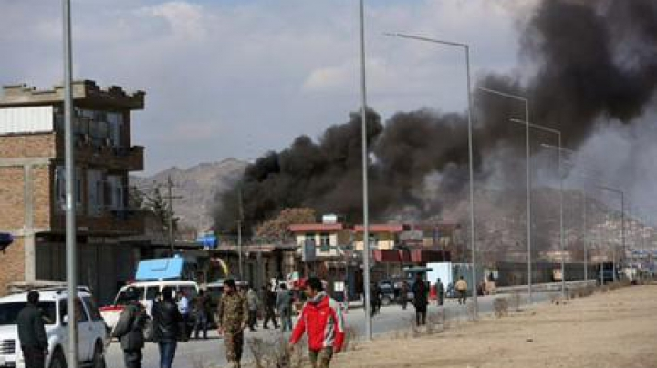 Atentat în Afganistan. Trei militari uciși și șase elevi, răniți