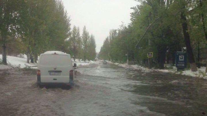 """POTOPUL ALB, TRANSFORMAT ÎN INUNDAȚIE! Mașinile """"înoată"""" în Capitală (FOTO)"""