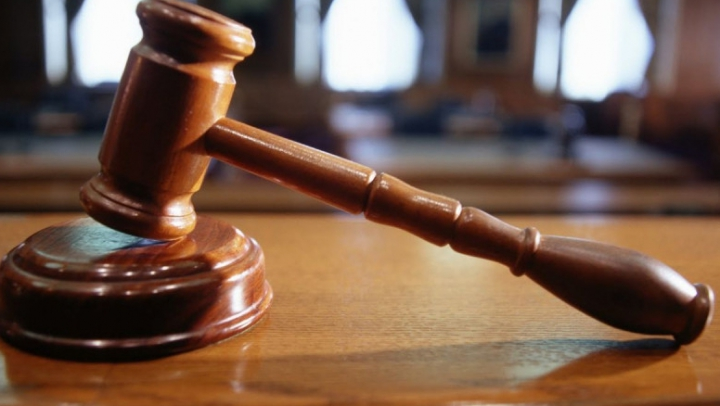 Cauza penală de învinuire a unui angajat al IP Buiucani pentru trafic de droguri, expediată în judecată