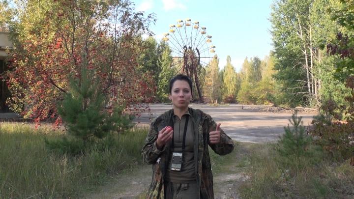NO COMMENT: O tânără a mâncat mere de la Cernobâl şi şi-a turnat mercur pe mâini