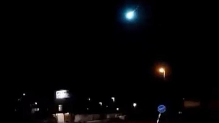 Cerul s-a luminat şi s-a auzit o explozie! Zeci de oameni panicaţi au alertat poliţia (VIDEO)