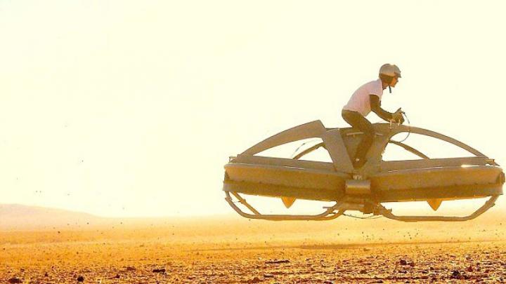 INVENŢIE REVOLUŢIONARĂ: Motocicleta zburătoare pentru care nu ai nevoie de permis