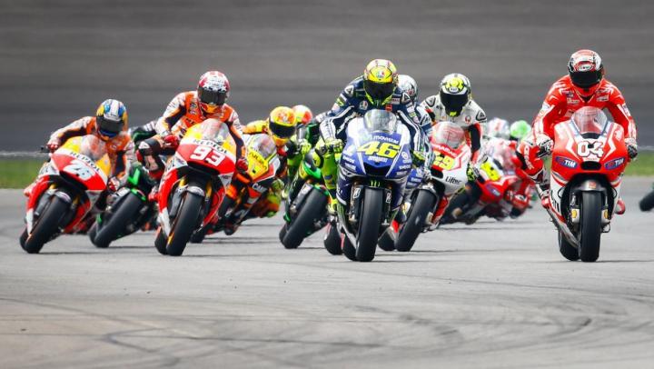 Distracția amatorilor de senzații tari. Piloţii din MotoGP au condus avioane de dimensiuni mici