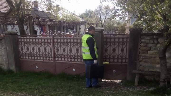 Sfârşit MISTERIOS pentru o bătrână găsită moartă pe prispa casei. Ipoteza unei crime îi ÎNSPĂIMÂNTĂ pe săteni