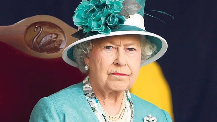 EMOȚIONANT! Regina Elisabeta a II-a şi-a cunoscut noul strănepot, pe prinţul Louis