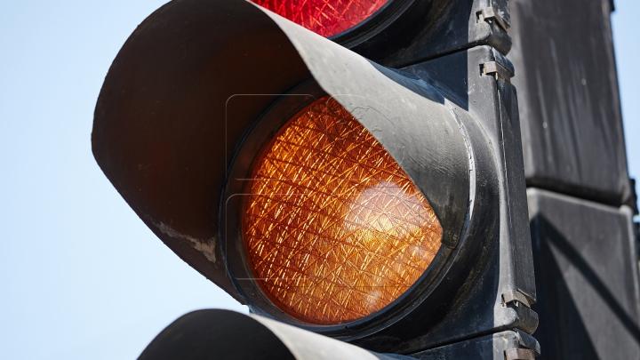 Serviciul InfoTrafic: Pe o stradă din Capitală nu funcţionează semaforul. Cum se circulă la această oră