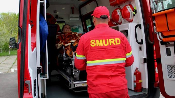 Copil în vârstă de 3 zile, transportat de urgenţă de un echipaj SMURD la spital