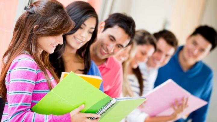 Oportunităţi pentru studenţi. Tinerii care vor să deschidă o întreprindere socială pot obține STUDII GRATUITE (VIDEO)