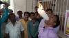 Record bizar: Un student şi-a băgat în gură 21 de lumânări aprinse