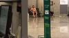 Nimic de declarat! Un bărbat gol-puşcă se plimbă nestingherit pe aeroportul din Mallorca (FOTO)