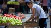 Legumele moldoveneşti au apărut deja în pieţele din Capitală. Care sunt preţurile
