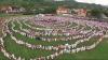 RECORD MONDIAL! Mii de români, îmbrăcaţi în haine populare, s-au prins în CEA MAI MARE HORĂ din lume (VIDEO)