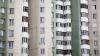 Un trecător A RĂMAS ŞOCAT! Un minor, la un pas să cadă de la etajul opt al unui bloc din Capitală