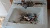 Realitate tristă. Porumbeii şi-au făcut cuib într-o chiuvetă plină cu seringi utilizate de narcomani (FOTO)
