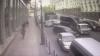 ACCIDENT ÎN LANŢ. MOMENTUL în care un camion intră în mașinile ce staționau la semafor (VIDEO)