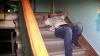 Doi tineri, dintre care unul minor, leșinaţi în scara unui bloc după ce s-au drogat (VIDEO)
