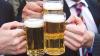 Alcoolul face minuni în comunicare. Cum ajută băutura să dezlege limbile oamenilor