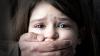 CHIN ŞI GROAZĂ! O fată de 9 ANI, BĂTUTĂ şi VIOLATĂ de un consătean cherchelit, care băuse alcool cu mama copilei