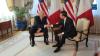 Prima strângere de mână cât o încleștare între Trump și Macron (VIDEO)