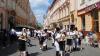 Românii au recucerit nordul Bucovinei! Sute de oameni au defilat în costume populare româneşti (VIDEO)