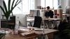 Şeful a decis să schimbe atmosfera din oficiu. Angajaţii au rămas cu gura căscată la propriu (VIDEO)