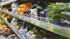 DEZGUSTĂTOR! Ce a găsit un cumpărător pe rafturile cu fructe şi legume dintr-un magazin din Capitală (FOTO)