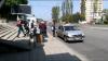 EXPERIMENT: Câţi pasageri încap într-un taxi? Imagini surprinse în Chişinău (VIDEO)