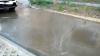 Miros insuportabil şi tone de apă murdară se scurg pe o stradă din Durleşti. Ce spun autorităţile