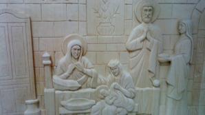 Deţinuţi cu mâini de aur: Icoane, cruci și chipuri ale sfinţilor sculptate în lemn, scoase la vânzare