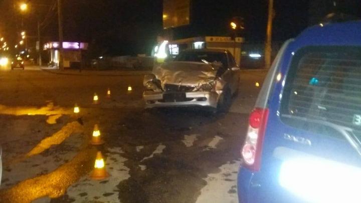 Accident violent în Capitală! Două persoane au ajuns în stare gravă la spital (FOTO)