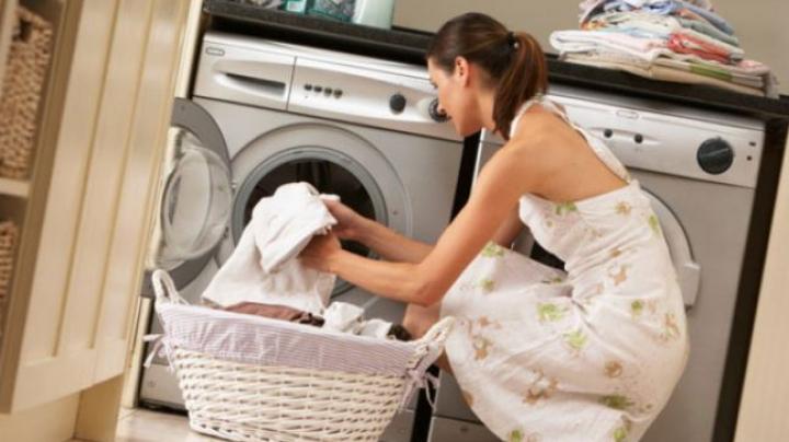Le facem zilnic. Greşeli care îţi strică maşina de spălat. Ce trucuri trebuie șă știi