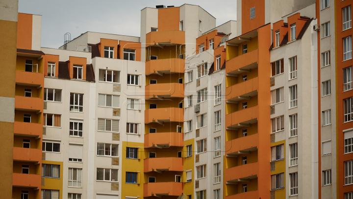 CEARTĂ cu final TRAGIC în Capitală: Un bărbat a căzut de la etajul nouă al unui bloc de locuit (VIDEO)