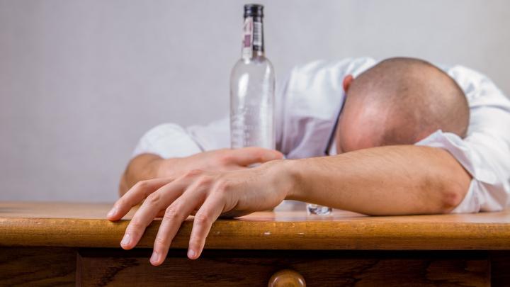 Demonstrat! Alcoolul reuşeşte să modifice ADN-ul oamenilor