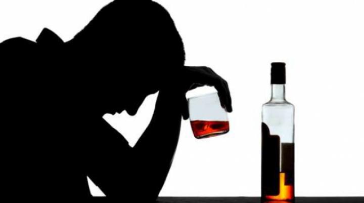 Alcoolul contrafăcut, PERICOL DE MOARTE: Oamenii mor, ca muștele. Ce se întâmplă într-un garaj din Bălţi