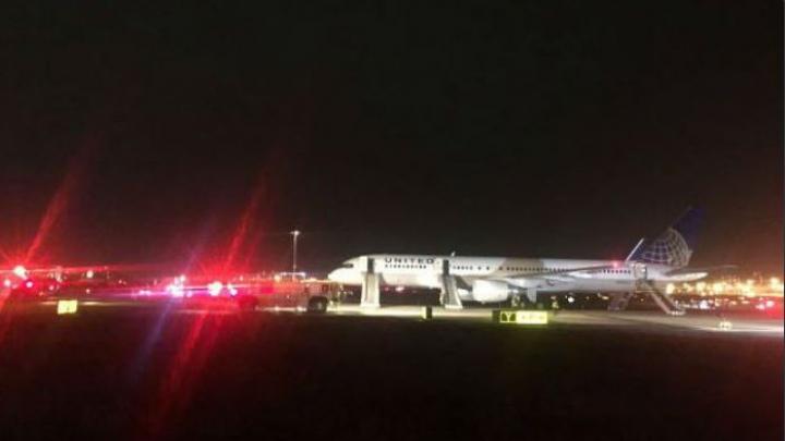 Un avion de pasageri a luat foc pe un aeroport din SUA, înainte de decolare