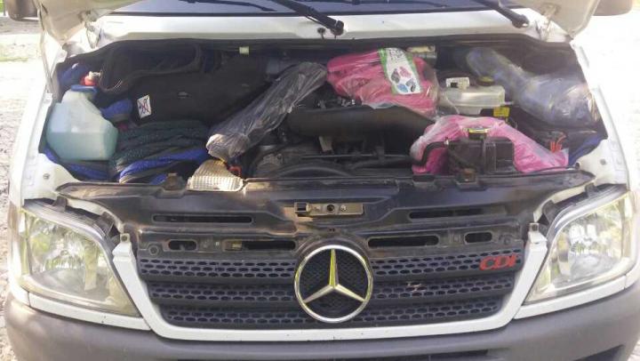"""""""Afacerea"""" a doi moldoveni, dată peste cap. Poliţiştii de frontieră le-au confiscat marfa fără acte de proveniență"""