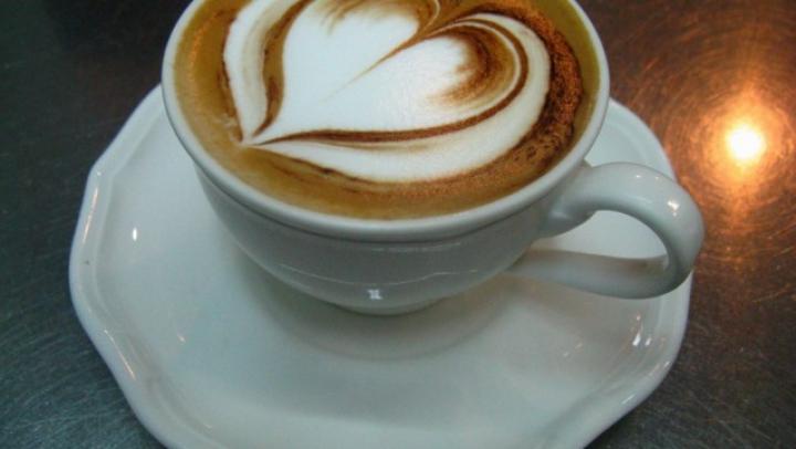 BINE DE ŞTIUT! De ce nu este bine să bei cafea şi lapte la micul dejun