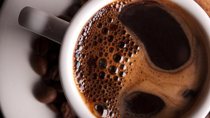 Ce se întâmplă de fapt când bei cafea seara. Medicii nu ți-au spus asta