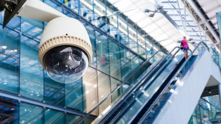 """TOP 5 cele mai supravegheate orașe din lume. """"Big Brother"""" te poate filma și de 300 de ori pe zi"""