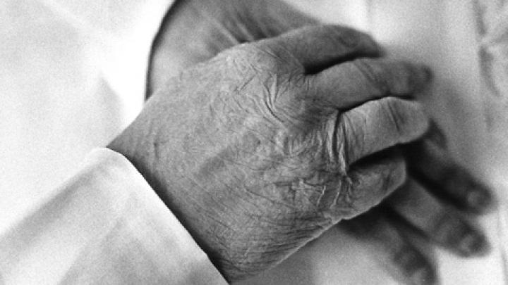 ÎNGROZITOR! A refuzat să își ducă SOŢIA MOARTĂ la capelă timp de șase zile. UNDE a ținut-o bărbatul (FOTO)