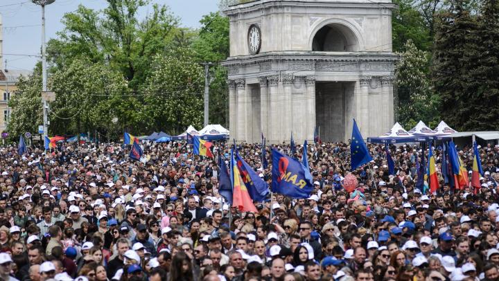 EVENIMENTE DE AMPLOARE, organizate de PDM de 9 mai: Concert cu 50.000 de spectatori şi marş cu 25.000 de participanţi