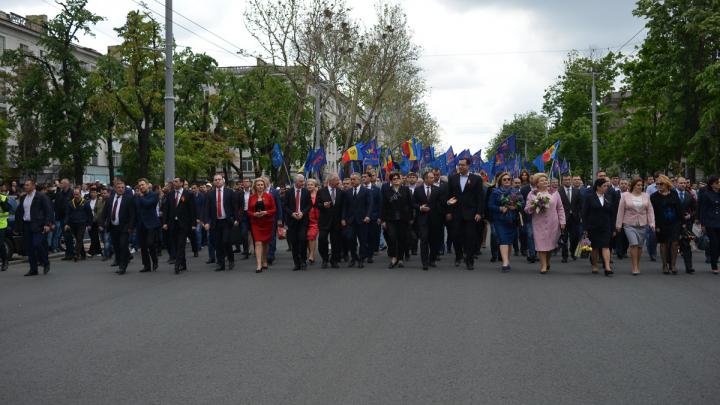 25.000 de oameni la marşul organizat de PDM de Ziua Victoriei şi Ziua Europei (FOTOREPORT)