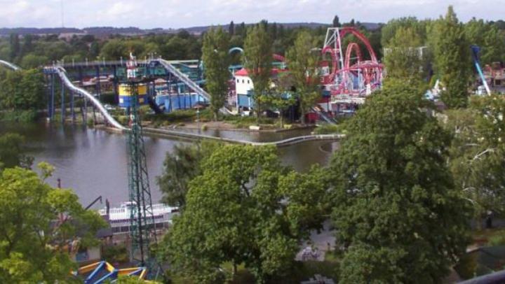 Marea Britanie: O fetiță a murit după ce a căzut dintr-o instalație a unui parc de distracții