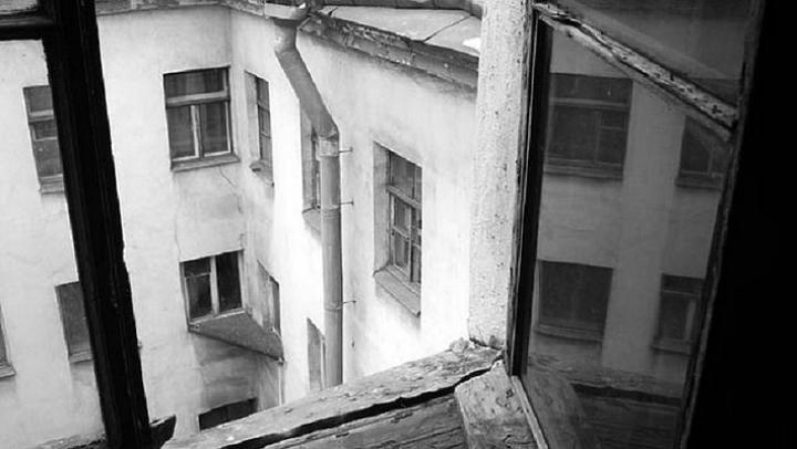 CRIMĂ ORIBILĂ în Ucraina. O mamă şi-a sugrumat fiica, apoi a aruncat-o de la etajul nouă